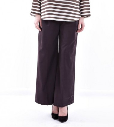 MUNAHA twill flaired pants in Dark Brown