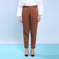 KYLEE slim cut pants in Brown